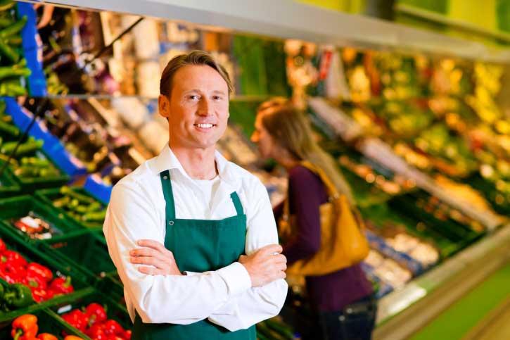 grocery-employee-produce_0